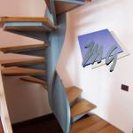 l'ingombro della scala ; dettaglio elica in lamiera nera pantografata e pressopiegata