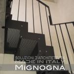 scala in acciaio per il collegamento alla mansarda nella ristrutturazione di un appartamento. detail cosciali pantografati e verniciati, intradosso gradini in lamiera forata