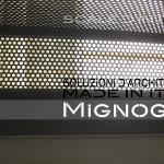 scala in acciaio effetto velo, gradini alzata e pedata in lamiera microforata