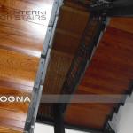 scala in acciaio e legno, vista intradosso , detail cosciali lamiera nera 100/10 pantografata