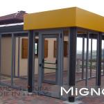 il portico verandato di collegamento in acciaio e vetro
