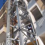 gabbia ascensore in acciaio zincato a caldo in fase di montaggio