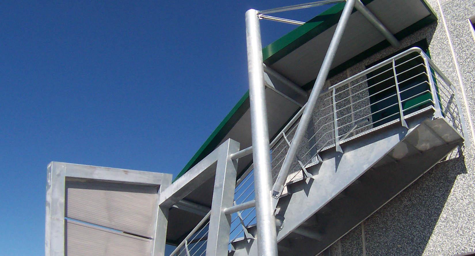 scala di design in acciaio per esterno