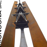 colonne acciaio corten e piani di attesa visti dal basso