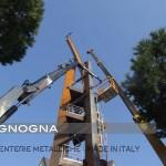 fasi di montaggio del campanile nel cantiere di Campomarino Lido