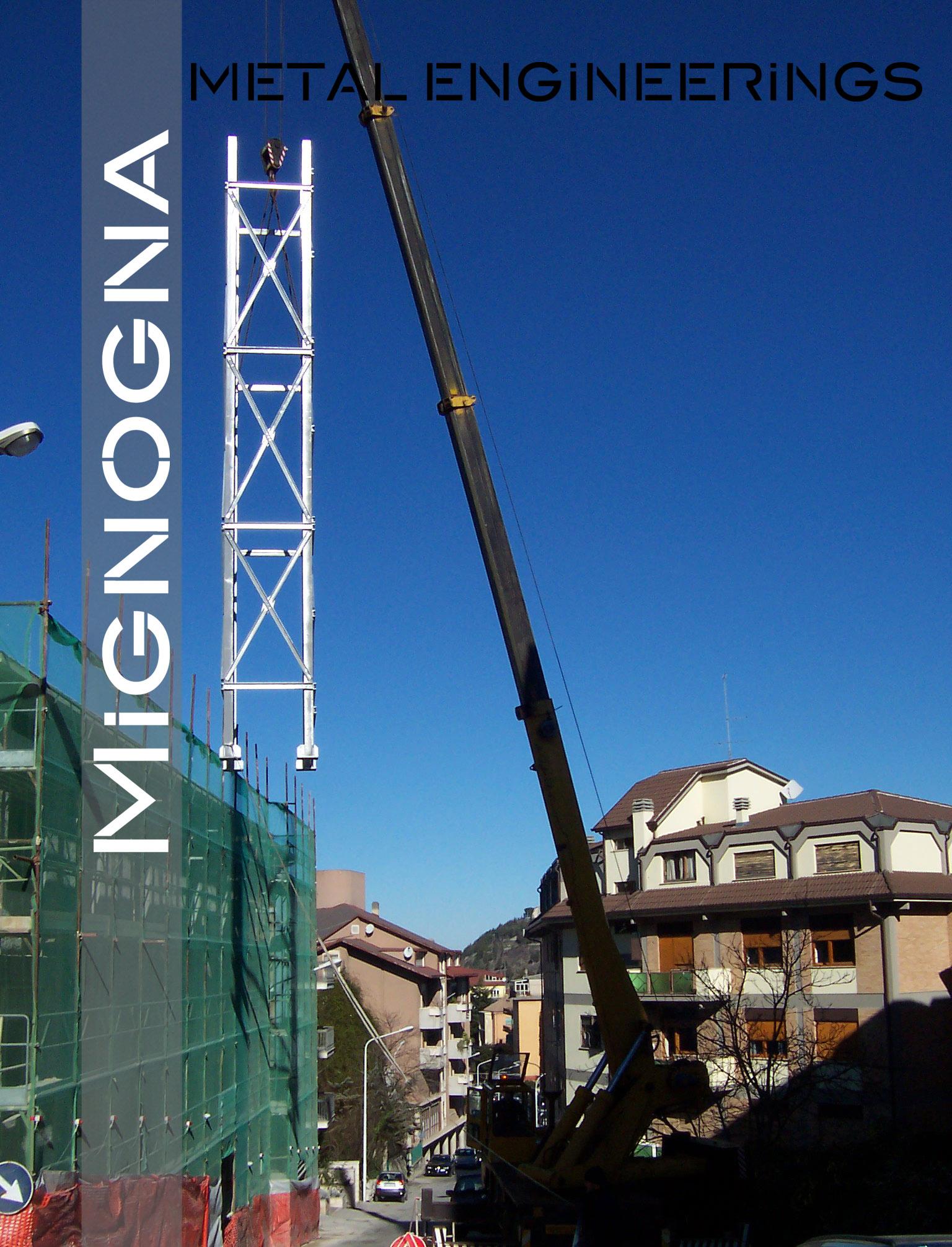 ascensore in ristrutturazione , sollevamento gabbia ascensore in fase di montaggio