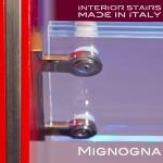 detail supporto inox del gradinoin vetro e attacco al cosciale in acciaio verniciato