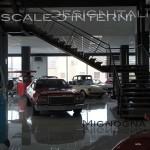 scala show-room stile loft, acciaio brutal, strutter a trazione, curatissimi detail stile vecchia officina