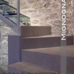 scala in acciaio e vetro dettaglio partenza in cemento
